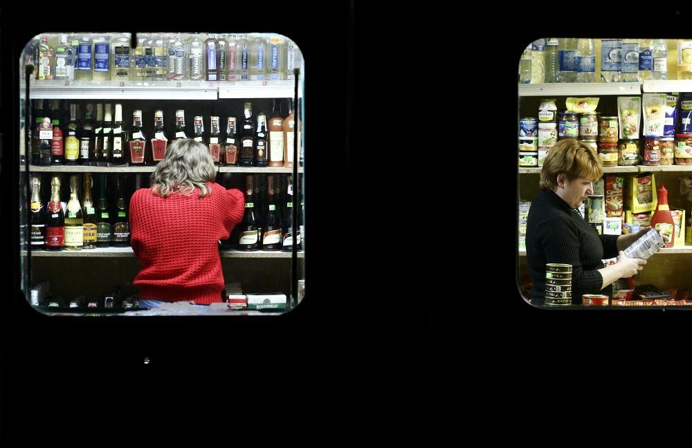 Art and Documentary Photography - Loading 26-50-51-UA_Suk_liquor_windw08_11371Az.jpg