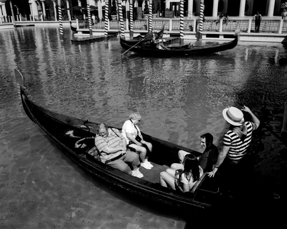 Art and Documentary Photography - Loading 20030411_VenetianGondola.jpg