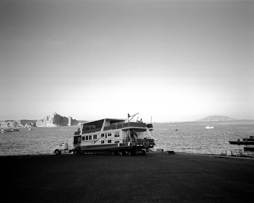 Art and Documentary Photography - Loading 20100906_HouseboatOnTruck.jpg